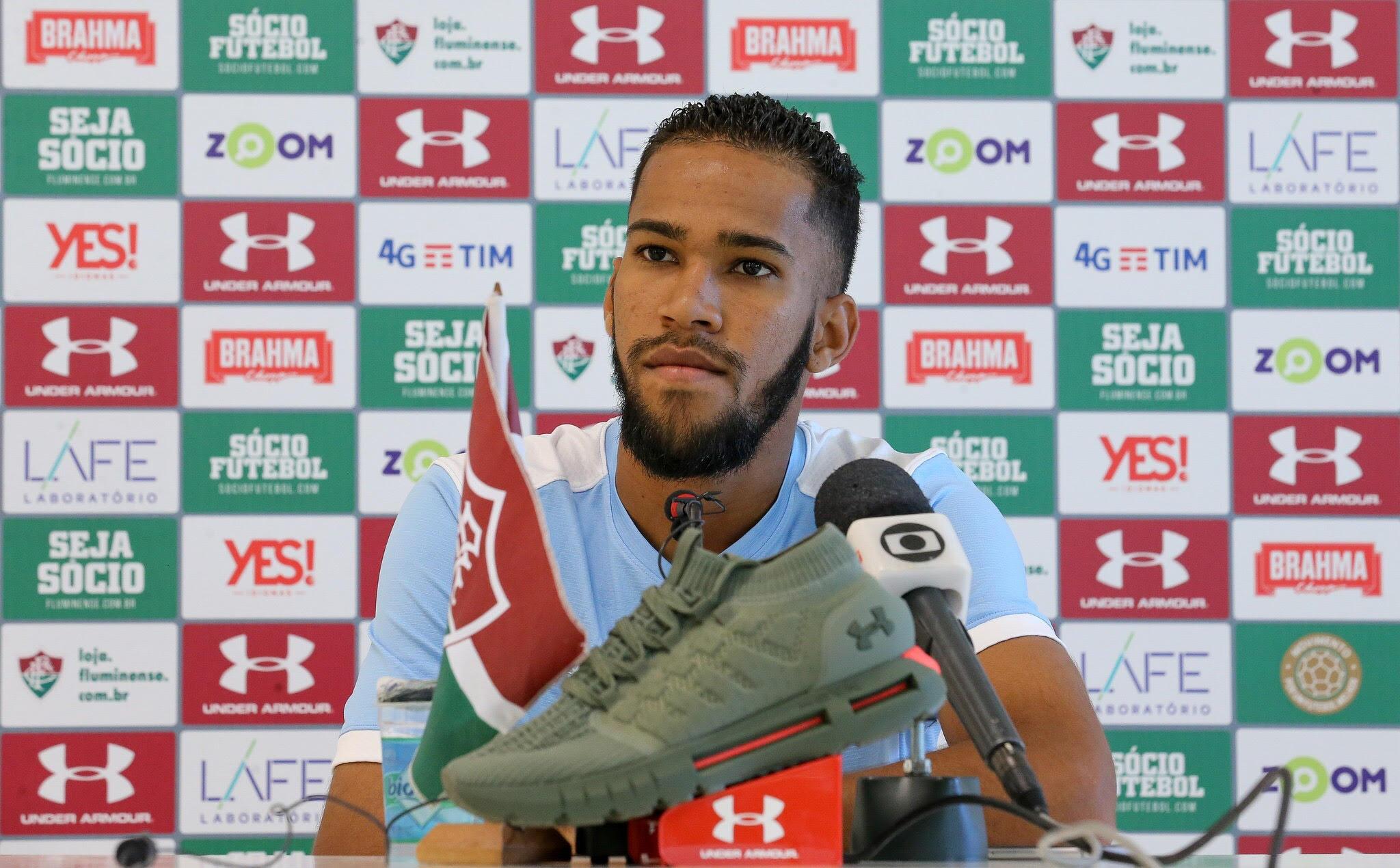 Everaldo está ansioso para marcar o primeiro gol com a camisa tricolor.  Foto  Lucas Merçon Fluminense 158bb94feb180